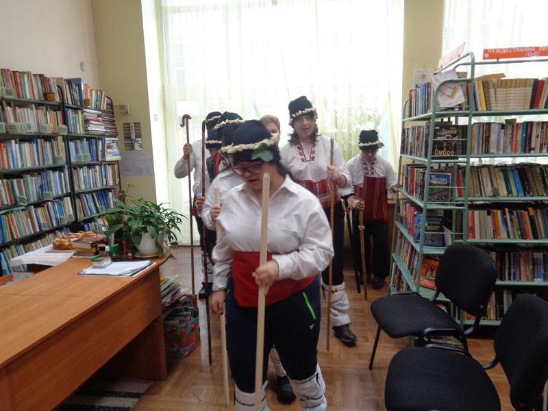 Коледуване в библиотеката Асен Златаров гр. Бургас