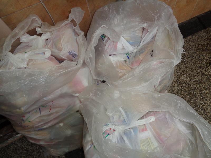 Коледни торбички подарени от сдружение
