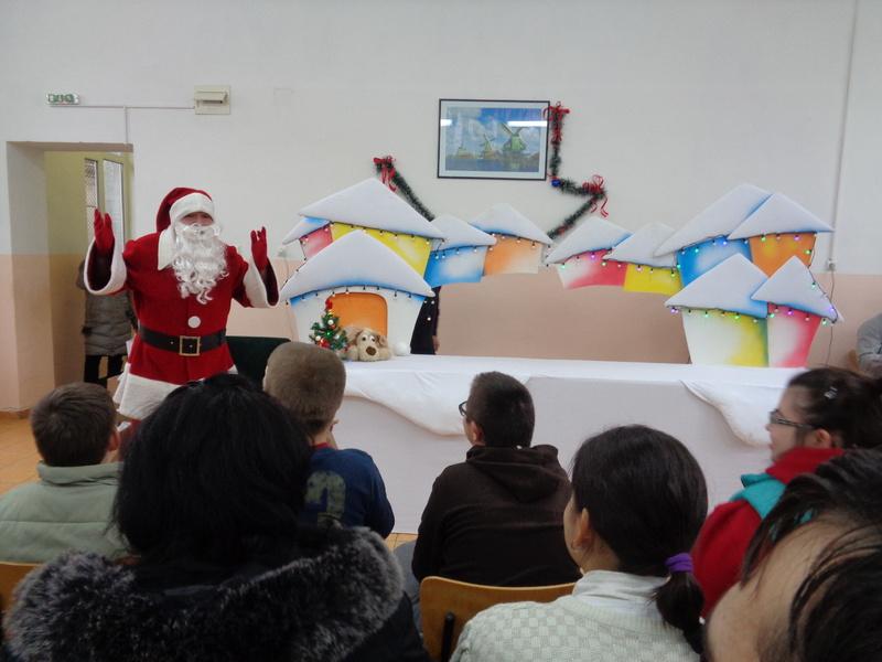 Коледни торбички подарени от Българския червен кръст (БЧК) 19.12.2018 г.