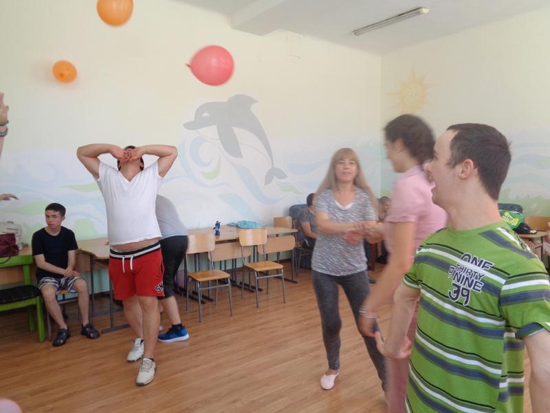 Танцова забава за края на учебната 2018-2019 година 14.06.2019 г.