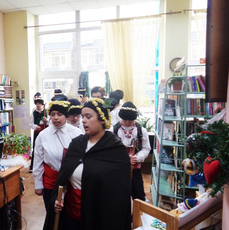 Коледуване в НЧ Асен Златаров -Библиотека Бургас 17.12.2019 г